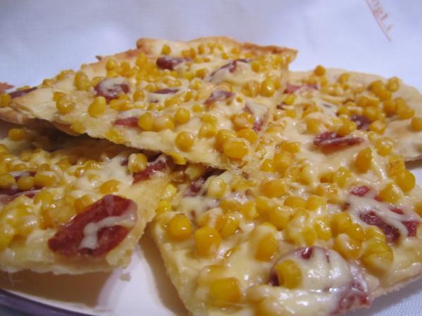 пицца с колбаской и кукузой