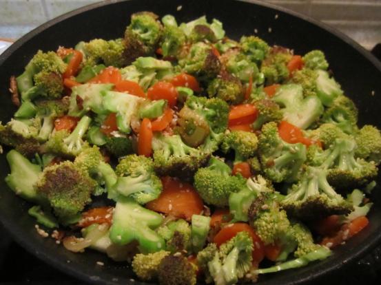 брокколи тушеная с овощами