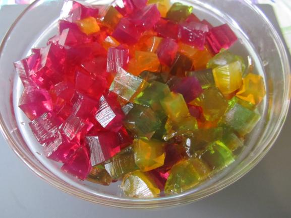 нарезанное желе кубиками