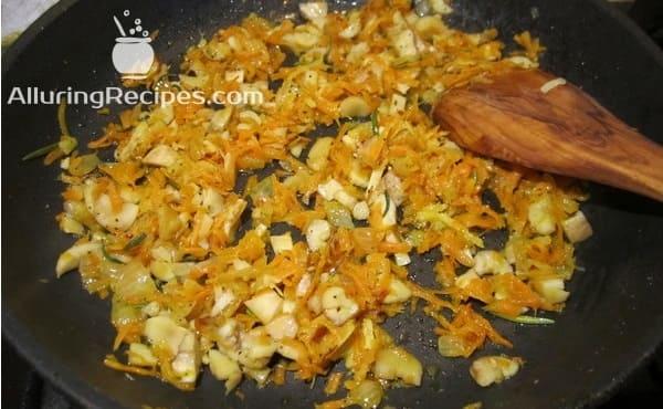 лук, морковь, розмарин, ножки грибов
